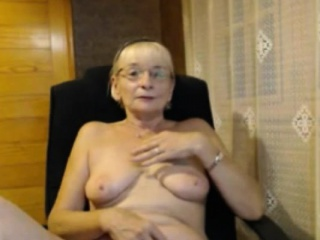 Comely scalding grown up masturbating on the top of webcam