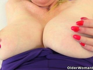 English cougar Fiona is built for delectation