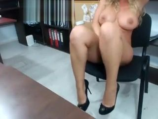 Inexperienced asshleyf showing jugs on live web cam