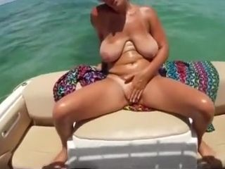Unbelievable intimate bootylicious, mature, getting off gonzo gig