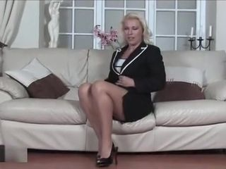 Cougar Lana gives weenie suck off and takes jizz in face
