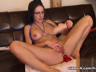 Livecam Bianca Fills in every direction will not hear of Holes with an increment of Squirts relating to - KinkyFrenchies