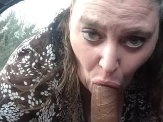 Plumper blowing big black cock on lunch break
