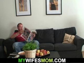 Stud humps older girlfriend's older mom
