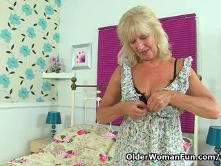 Brit gilf Sapphire Louise satisfies her vagina with a fake penis
