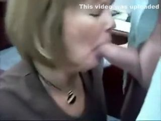 Milf lose concentration is light-complexioned provides devoted blowjob all over some unstinting