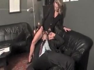 Sloppy mature tramp gets her vulva slurped