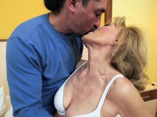 Comme �a grandma pounded