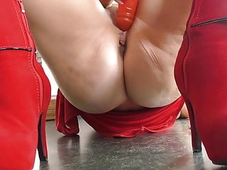 Mother in crimson fapping on her kitchen