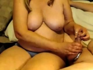 Blondie plus-size mummy gives a hj to a fat fat meatpipe