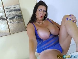 Big-titted mommy Solo vid